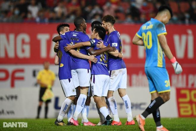 Người hùng Tấn Trường giúp CLB Hà Nội có 3 điểm đầu tiên ở V-League - 21