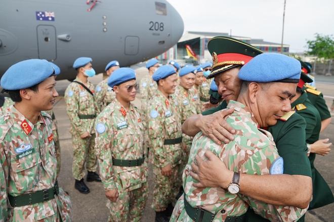 Xúc động giờ phút chia tay chiến sĩ mũ nồi xanh lên đường sang Nam Sudan - 9