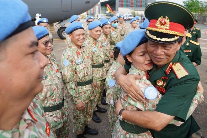 Xúc động giờ phút chia tay chiến sĩ mũ nồi xanh lên đường sang Nam Sudan - 10