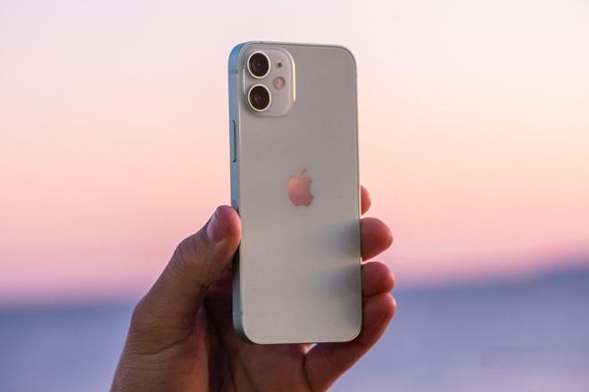 Apple ngừng sản xuất iPhone 12 Mini vì quá ế ẩm - 1