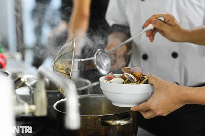 Sinh viên ngành ô tô, nấu ăn, quản trị khách sạn ra trường có việc làm ngay - 11
