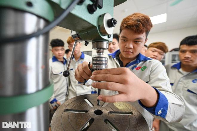 Sinh viên ngành ô tô, nấu ăn, quản trị khách sạn ra trường có việc làm ngay - 4