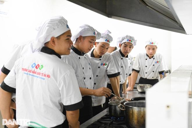Sinh viên ngành ô tô, nấu ăn, quản trị khách sạn ra trường có việc làm ngay - 7