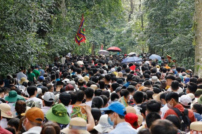 Biển người đổ về lễ hội Đền Hùng trong ngày Quốc Giỗ - 12