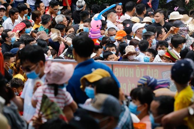 Biển người đổ về lễ hội Đền Hùng trong ngày Quốc Giỗ - 4