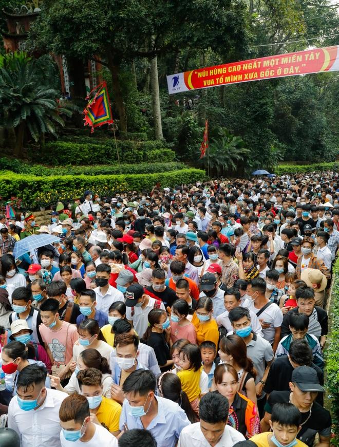 Biển người đổ về lễ hội Đền Hùng trong ngày Quốc Giỗ - 5