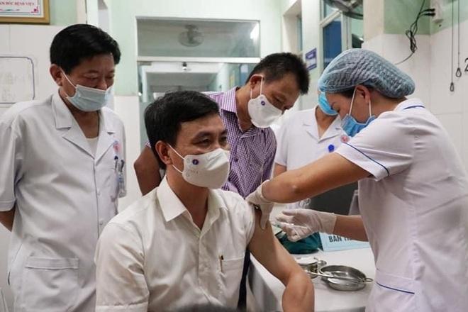 Quảng Bình triển khai tiêm những mũi vắc xin Covid-19 đầu tiên - 1