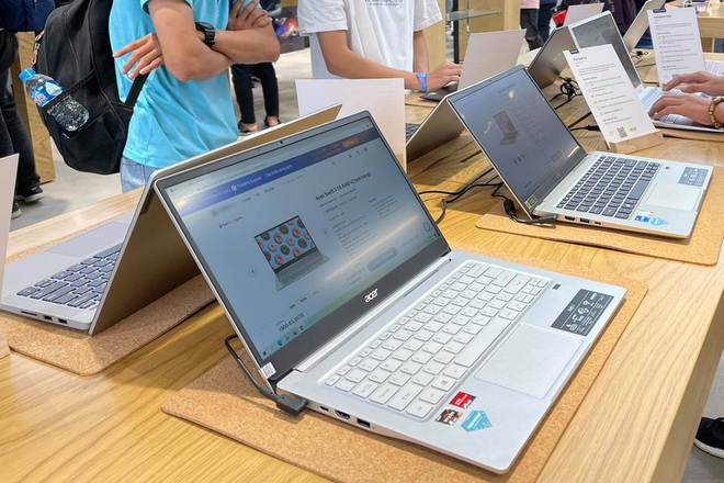 Vào mùa thấp điểm, laptop vẫn khan hàng, tăng giá tại Việt Nam - 1