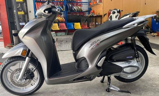Honda Việt Nam vừa ra mắt SH 350i đã loạn giá, có nơi chênh 30 triệu đồng - 2