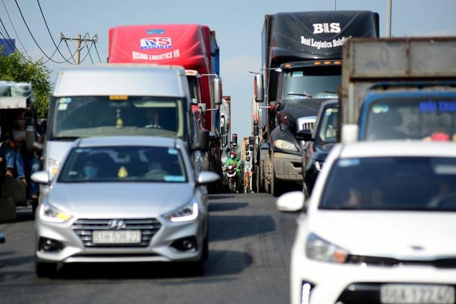 Kẹt xe kinh hoàng kéo dài hơn 2km tuyến đường phà Cát Lái - Nhơn Trạch - 7