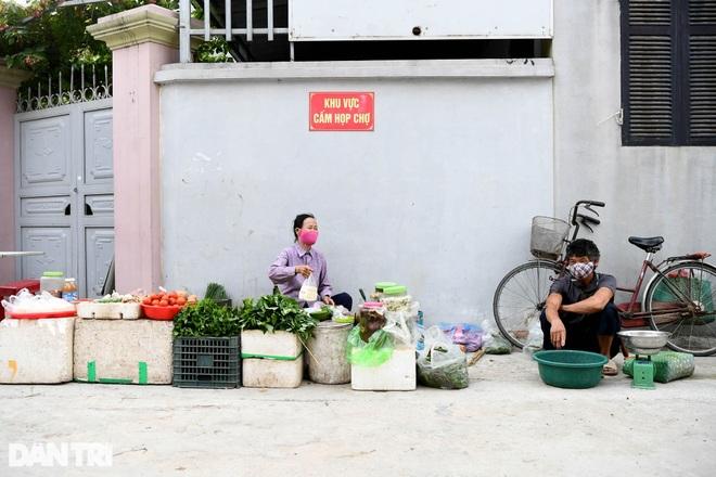 Cuộc sống khu dân cư cách ly ở Hà Nội: Cầu trời cho dịch bệnh qua nhanh - 10