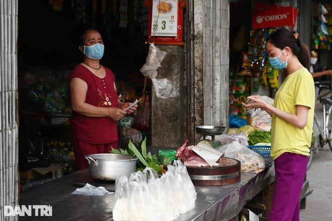 Cuộc sống khu dân cư cách ly ở Hà Nội: Cầu trời cho dịch bệnh qua nhanh - 11