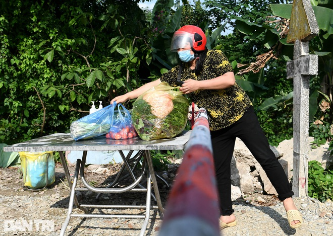 Cuộc sống khu dân cư cách ly ở Hà Nội: Cầu trời cho dịch bệnh qua nhanh - 3