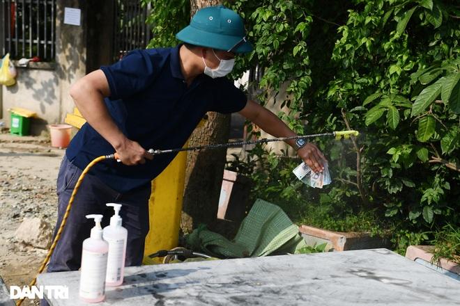 Cuộc sống khu dân cư cách ly ở Hà Nội: Cầu trời cho dịch bệnh qua nhanh - 2