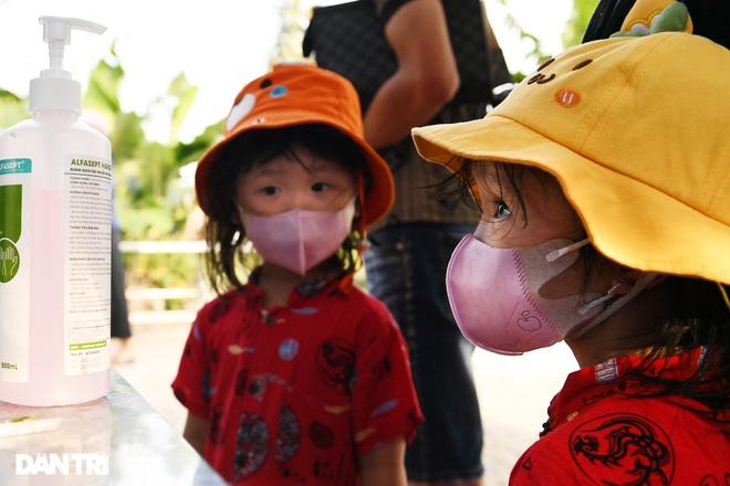 Cuộc sống khu dân cư cách ly ở Hà Nội: Cầu trời cho dịch bệnh qua nhanh - 5