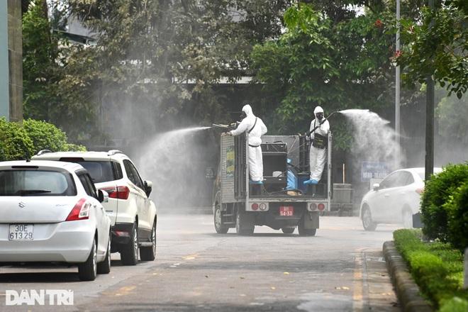 Khẩn cấp phun khử khuẩn, tiêu độc toàn bộ Bệnh viện K cơ sở Tân Triều - 9