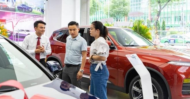 Gánh nặng thuế, phí: Khổ như người Việt khi mua xe hơi - 1