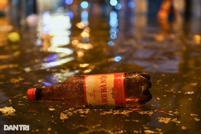 Hà Nội ngập sâu trong nước sau cơn mưa ngắn chưa đầy 1 tiếng đồng hồ - 9