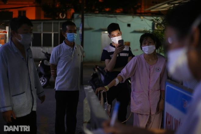 Xuyên đêm lấy 1.000 mẫu xét nghiệm SARS-CoV-2 tại bệnh viện TP Thủ Đức - 6