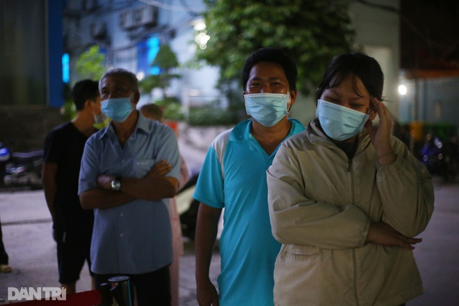 Xuyên đêm lấy 1.000 mẫu xét nghiệm SARS-CoV-2 tại bệnh viện TP Thủ Đức - 5