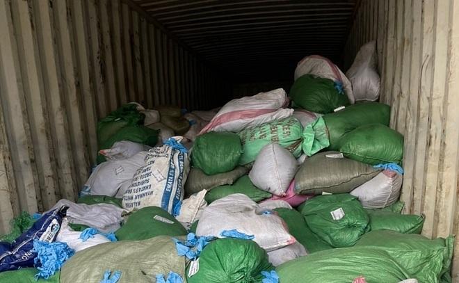 Doanh nghiệp vừa mở mắt đã khai gian, nhập 15 tấn găng tay bẩn Trung Quốc - 1