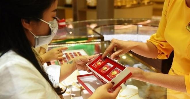 Giá vàng bật tăng trở lại, tiến sát mốc 57 triệu đồng/lượng - 1