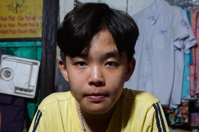 Cuộc sống cơ cực của cậu học trò giỏi bị cha bỏ rơi vừa đi học, vừa chăm mẹ - 3