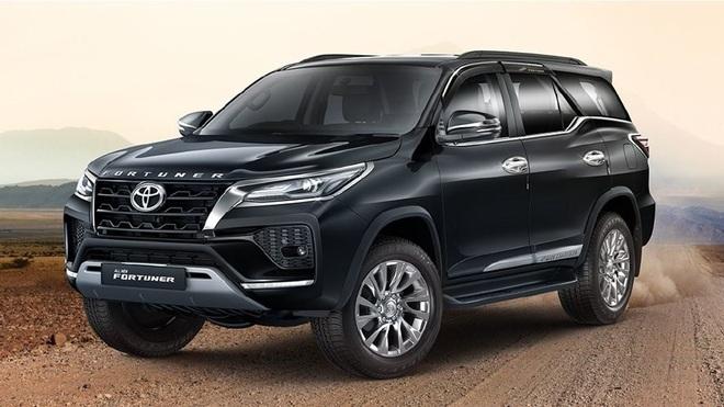 Toyota Fortuner thế hệ mới sẽ có cửa sổ trời và dùng động cơ hybrid - 1