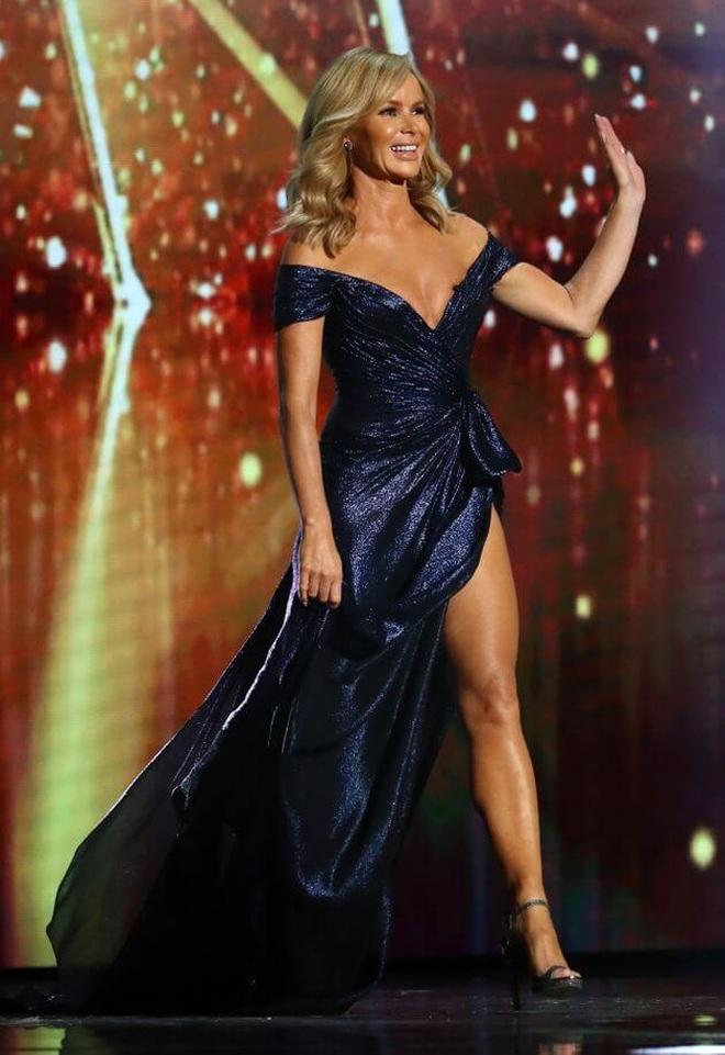 Diện áo tắm gợi cảm, MC U50 Amanda Holden khiến fans choáng vì quá trẻ đẹp - 7