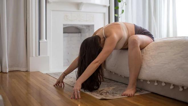 5 tư thế yoga giúp khởi động ngày mới tuyệt vời - 5