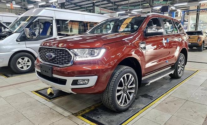 Ford Everest, Mazda CX-8 giảm giá gần 100 triệu trong tháng 6 - 1
