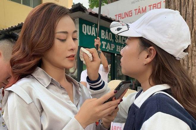 Quay phim dưới trời nắng, diễn viên Việt than chưa quay xong đã bốc mùi - 2