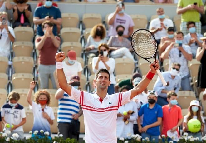 Nadal thắng ngọt ngào trong ngày sinh nhật, Federer và Djokovic đi tiếp - 4