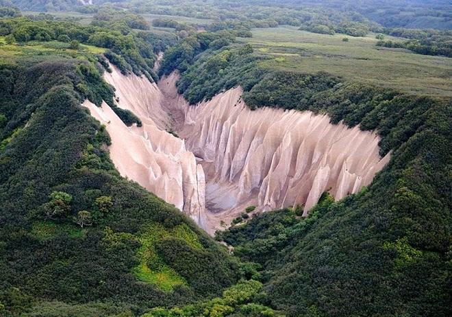 Vẻ đẹp kỳ ảo của thung lũng đá trắng như ở hành tinh khác - 1