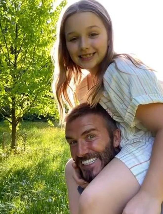 Ngọt ngào khoảnh khắc David Beckham cùng làm bánh với con gái - 7