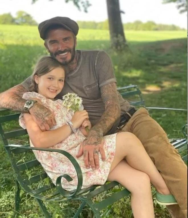 Ngọt ngào khoảnh khắc David Beckham cùng làm bánh với con gái - 6