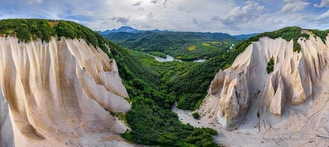 Vẻ đẹp kỳ ảo của thung lũng đá trắng như ở hành tinh khác - 2