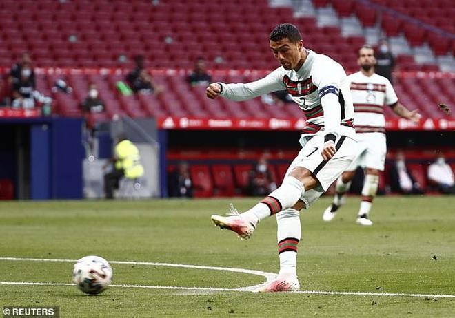 C.Ronaldo nhạt nhòa, Bồ Đào Nha bất phân thắng bại với Tây Ban Nha - 2