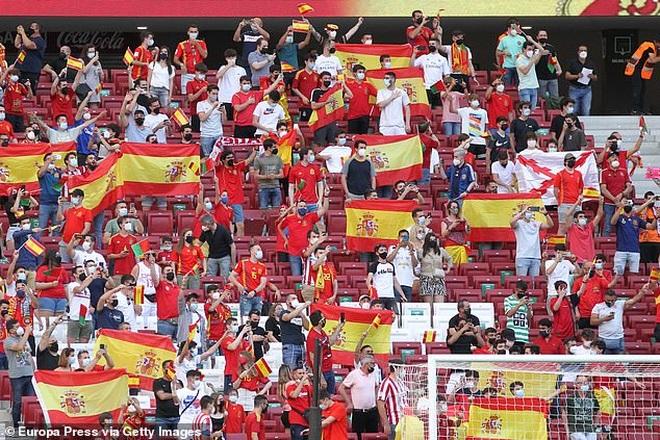 C.Ronaldo nhạt nhòa, Bồ Đào Nha bất phân thắng bại với Tây Ban Nha - 1