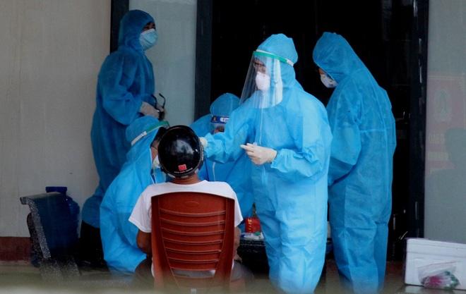 TP Hà Tĩnh phong tỏa 500 hộ dân, tạm dừng dịch vụ ăn uống, cắt tóc, gội đầu - 2
