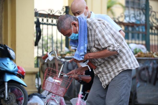 Ưu tiên chăm sóc, bảo vệ người cao tuổi trong đại dịch Covid-19 - 2