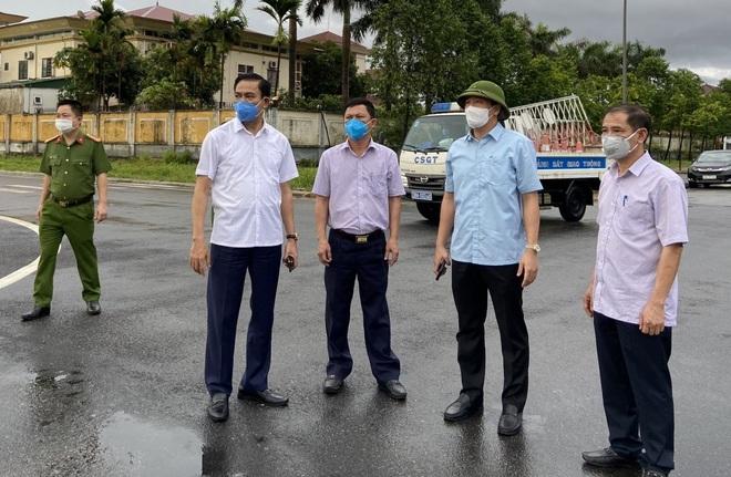TP Hà Tĩnh phong tỏa 500 hộ dân, tạm dừng dịch vụ ăn uống, cắt tóc, gội đầu - 4