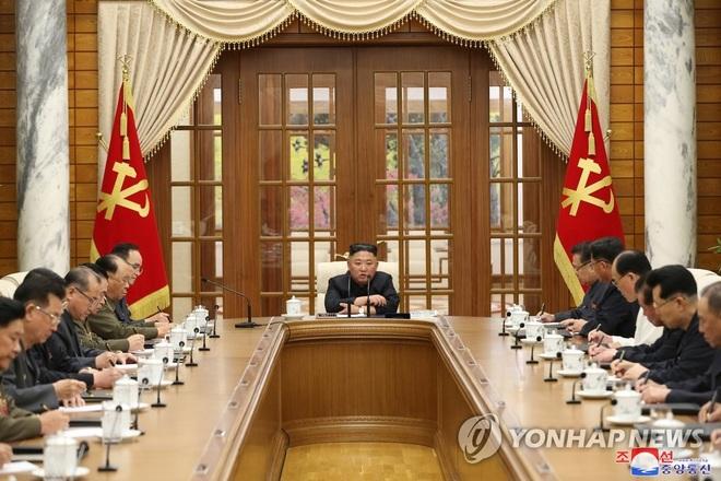 Ông Kim Jong-un tái xuất sau một tháng vắng bóng - 1
