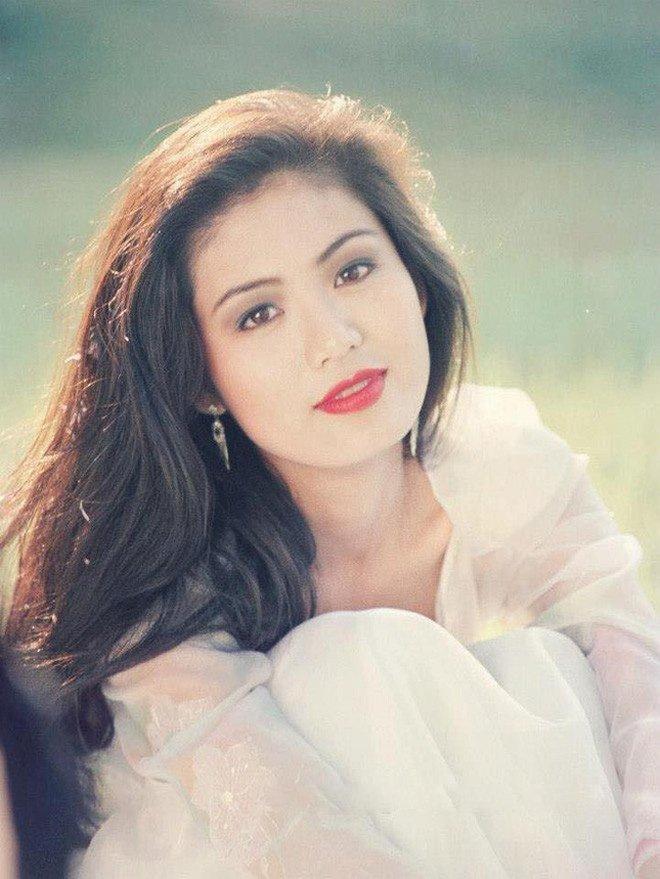 Hoa hậu Thu Thủy ngoài đời và những phát ngôn trên Facebook rất khác nhau - 2