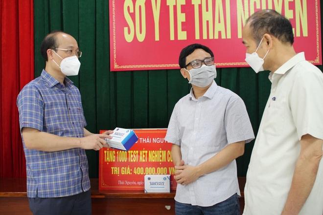 Đại học Thái Nguyên tặng 1.000 test xét nghiệm SARS-CoV-2 - 1