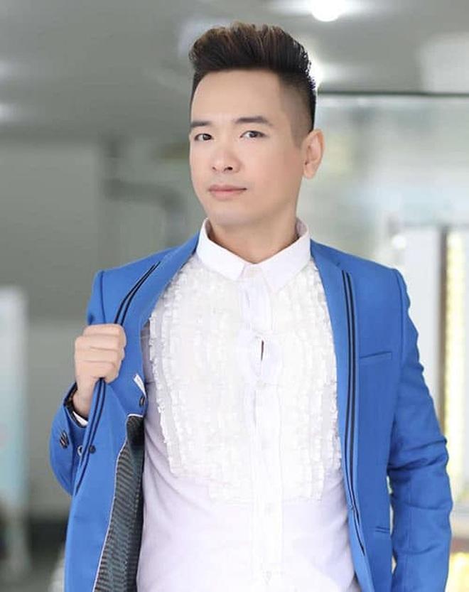 Ca sĩ Việt Quang bị viêm phổi nặng, đang điều trị tích cực - 1