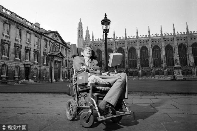Cuộc đời và sự nghiệp của ông hoàng vật lý Stephen Hawking - 11