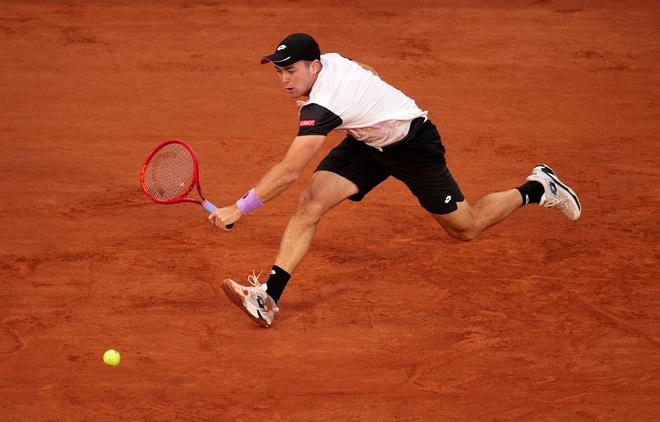 Federer đi tiếp sau những loạt tie-break căng thẳng - 3