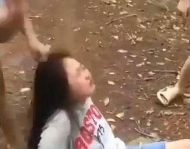 Nữ sinh bị bạn đánh hội đồng dã man vì không trả lời tin nhắn rủ đi ăn sáng - 2