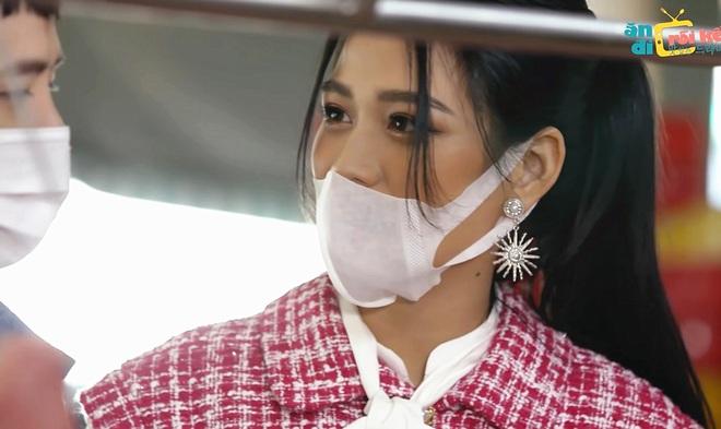 Hoa hậu Đỗ Thị Hà bị chê nói năng cộc lốc trên sóng truyền hình - 1